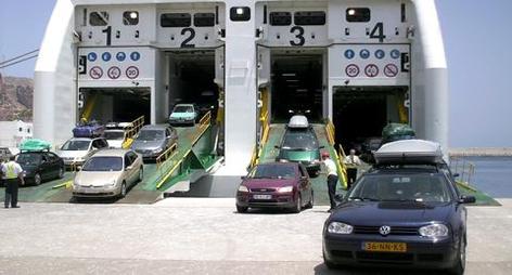 المُنكٓر..شركات النقل البحري 'تسرق' المغاربة عاين باين..4600درهم لعبور 14 كلمتر بين المغرب وإسبانيا