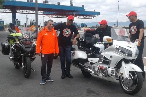 +صور: مغاربة يتوجهون إلى روسيا عبر  الناظور باستعمال دراجات نارية لتشجيع المنتخب