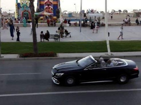 """الملك يتجول رفقة الهمة في ساحة وسط الحسيمة شهدت أبرز احتجاجات """"حراك الريف"""" !"""
