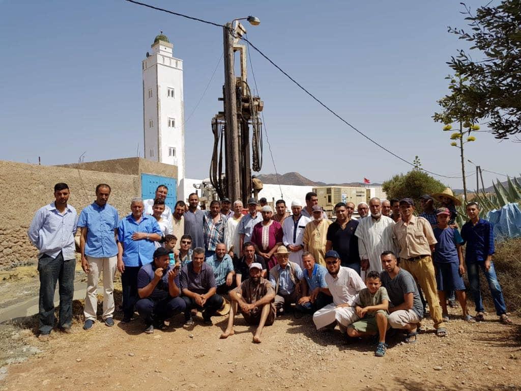 صور وفيديو:جمعية احدوثن تحفر بئر مياه باركمان لتأمين عملية تزوّد الساكنة بالماء الصالح للشرب