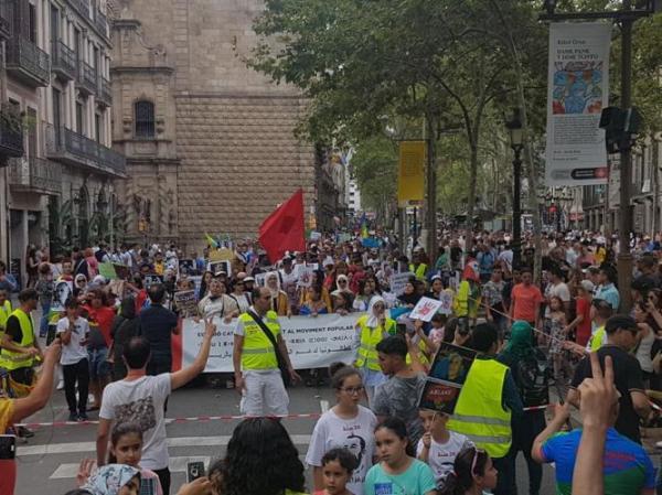 بالفيديو:مسيرة حاشدة في برشلونة تطالب بإطلاق سراح معتقلي حراك الريف