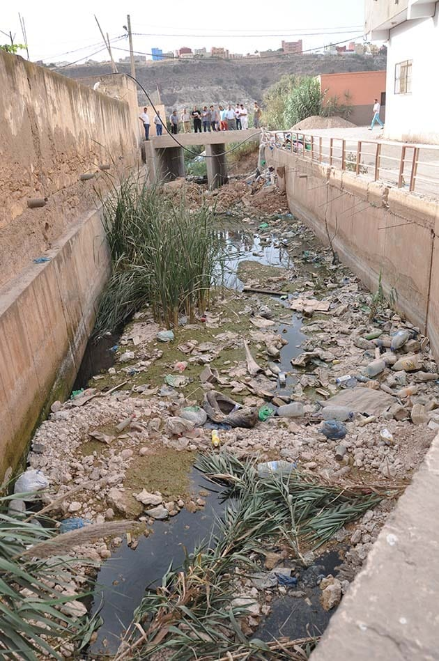 بالفيديو:ساكنة فرخانة ببني انصار تستنكر اختلالات صفقة مشروع قنوات الصرف الصحي