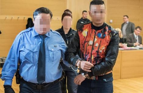 المانيا.. مغربيان سرقا متجر مجوهرات بمقشرة بطاطس فحصلا على 16 سنة من السجن