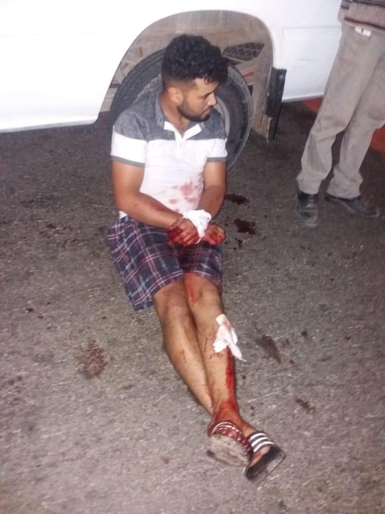 +فيديو و صور: عصابة مسلحة تحاصر و تعتدي بوحشية على شخص بين بني انصار و فرخانة