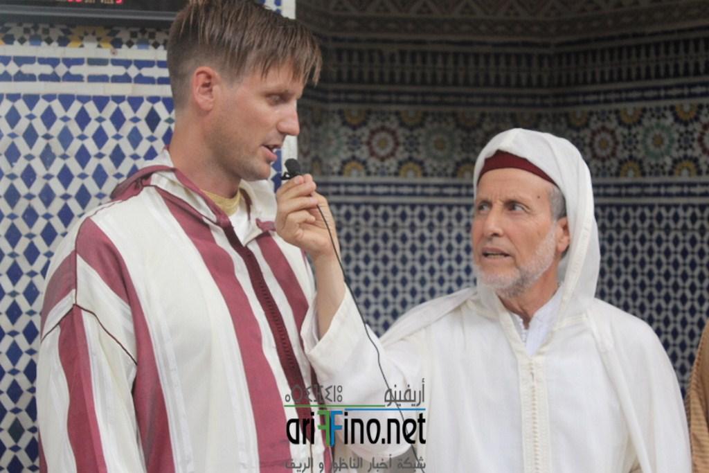 صور و فيديو: شاب من أصل نرويجي يشهر إسلامه بمسجد الحسن الثاني بلعري الشيخ بالناظور
