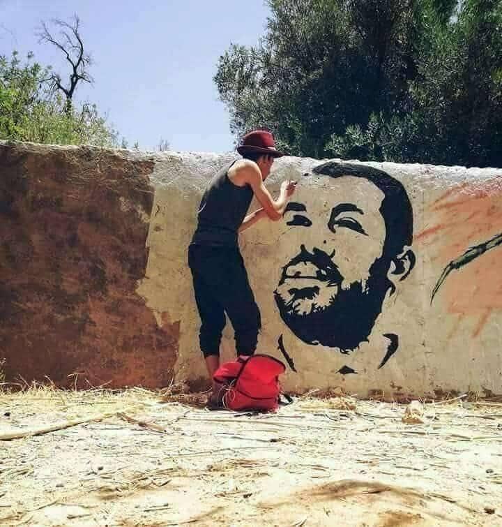 رسم صورة للزفزافي على حائط يقود مواطنا للاعتقال (صورة)