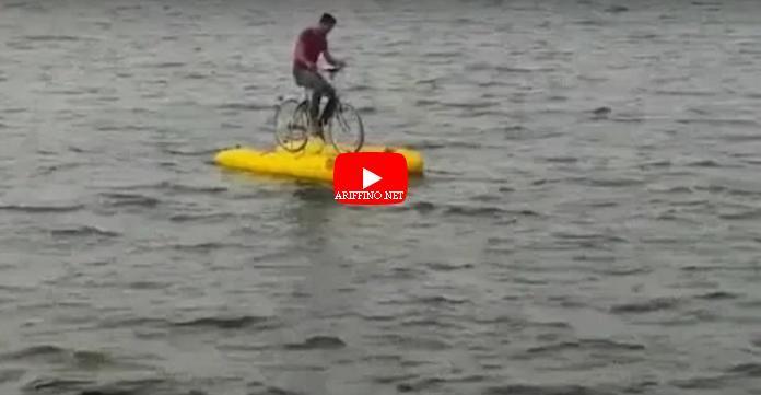 شاهدوا..دراجة مائية تثير فضول الناظوريين لأول مرة ببحيرة مارتشيكا