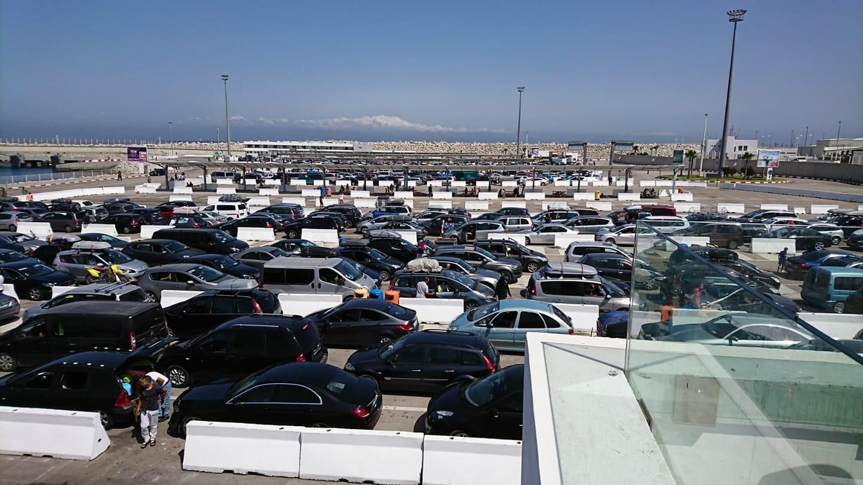 بسبب نفاذ تذاكر الباخرات بميناء الناظور:إكتظاظٌ خانق بميناء طنجة المتوسط وسط تذمر المسافرين