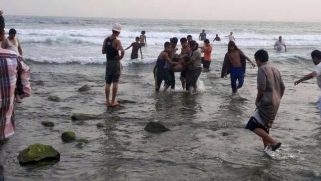 """مأساة:شاطئ """"شملالة"""" بجماعة أمجاو باقليم الدريوش يلفظ جثة شاب في مقتبل العمر"""