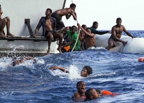 حصيلة الهجرة إلى إسبانيا نهاية الأسبوع: 400 شخص.. نساء وقاصرون ورضيع وجثة متحللة