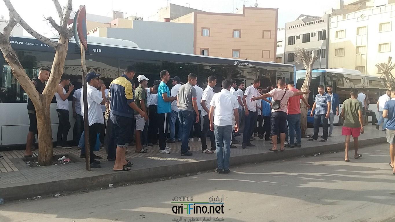 +فيديو و  صور : استمرار عمال شركة النقل الحضري بالناظور في إضرابهم لليوم الثاني على التوالي لهذه الأسباب ..
