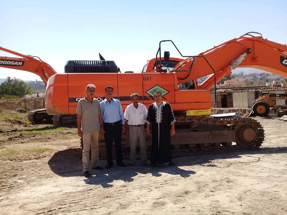 +صور:  انطلاق إصلاح الطريق الرابطة بين مركز  بني سيدال الجبل وقرية بوحمزة بإعزانن