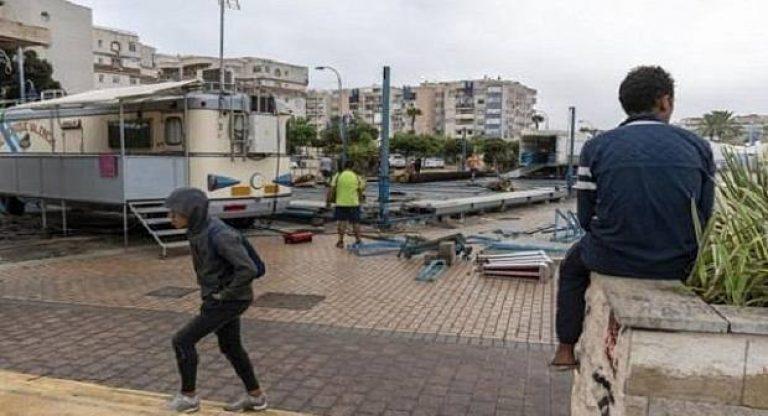 """""""أطفال لا يريدهم المغرب"""".. قاصرون مغاربة يعيشون في العراء بمليلية"""