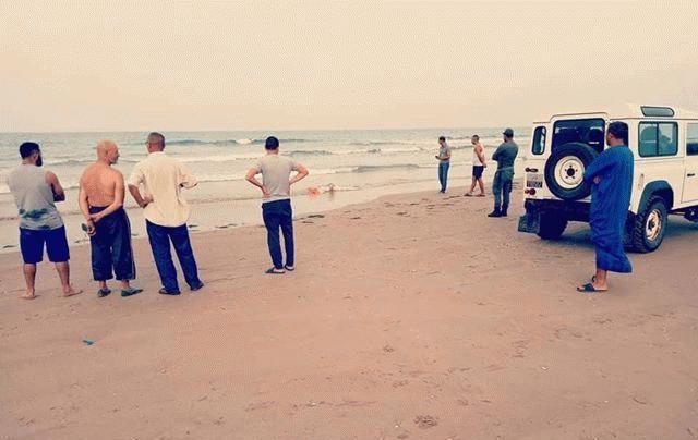 +صور: الامواج تلفظ جثة مجهولة الهوية بشاطئ بوقانا بالناظور