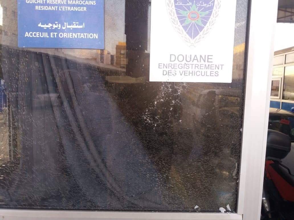 شاهد بالصور: اعتداء خطير على رجال  الجمارك بمعبر بني انصار الحدودي ومهربو الخمور في قفص الاتهام…