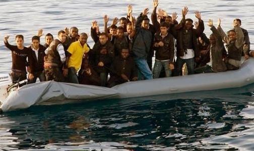 بينهم 58 مهاجرا سريا.. مصدر عسكري يكشف تفاصيل إطلاق النار على قارب في عرض البحر