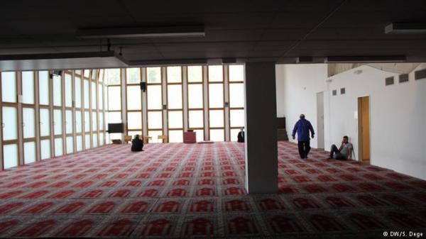 سوري يطعن مهاجرا مغربياً ويختبئ في مسجد بألمانيا