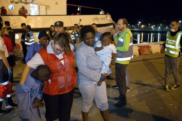 مصرع 3 حراكة و فقدان 18 إثر غرق قارب إنطلق من سواحل الناظور  …