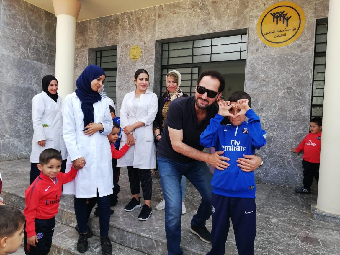 +صور: الفنان العراقي نصير شمة في زيارة إنسانية لجمعية أيمن للتوحد بالناظور