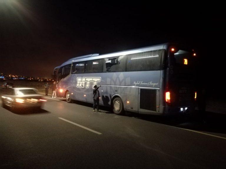 +صور: جانحون يهاجمون حافلة نقل دولي بالناظور و يهددون حياة ركابها