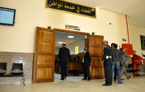 جنايات الحسيمة تأجل النظر في محاكمة 16 حراكيا بتهم ثقيلة