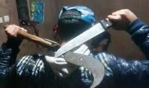 عاجل: مهرب خمور يشرمل نفسه داخل مقر جمارك الناظور
