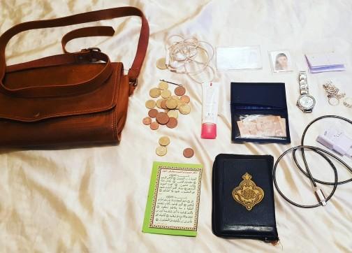 + صورة : هذا ما كان بداخل حقيبة – شهيدة لحريك – حسب ما تداولته مواقع التواصل الاجتماعي..