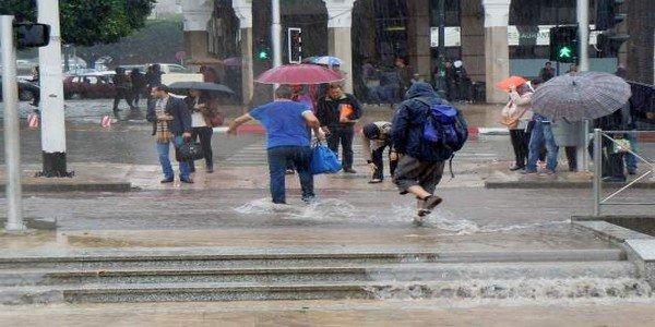 زخات رعدية قوية يومي الأحد والاثنين بالعديد من المدن المغربية.. والناظور الجو معتدل