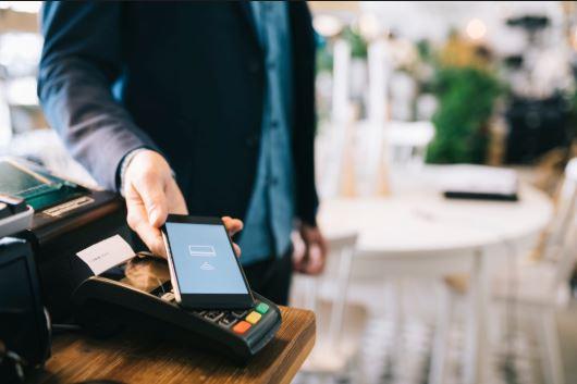 قريبا في الناظور: يمكنكم الدفع عبر الهاتف في كل المحلات.. و هذا ما يسعى له بنك المغرب