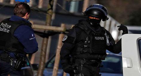 """بلجيكا…شخص يطعن شرطيا ويصرخ """" الله أكبر """" في بروكسيل"""
