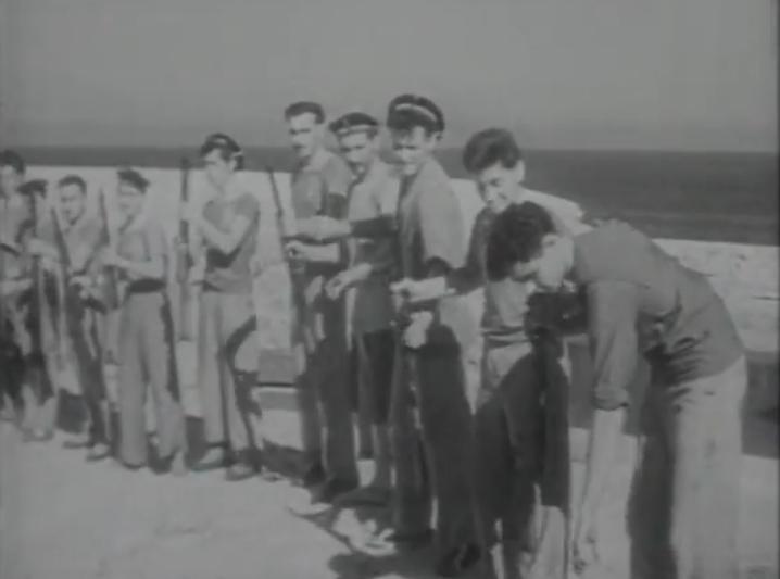 """+فيديو:اتخذت من القواعد البحرية للناظور مركزا لها:""""الضفادع البشرية"""" شباب ناظوري وجزائري أرعبوا سفن الاستعمار الفرنسي"""