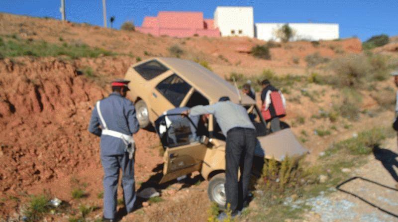 +صور: جريح واحد اثر سقوط سيارة في منحدر بدار الكبداني
