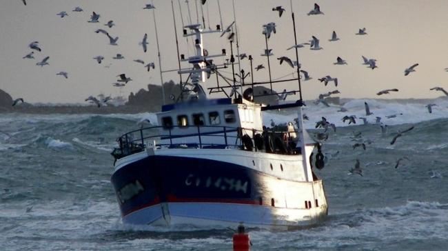 شاهد بالفيديو : العثور على باخرة الصيادين المفقودين ببني أنصار بالجزائر وهكذا تم انقاذهم…
