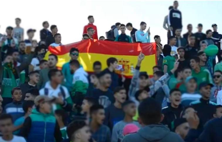 +فيديو: جماهير ناظورية ترفع العلم الإسباني في مباراة لكرة القدم و تردد شعارات قوية !
