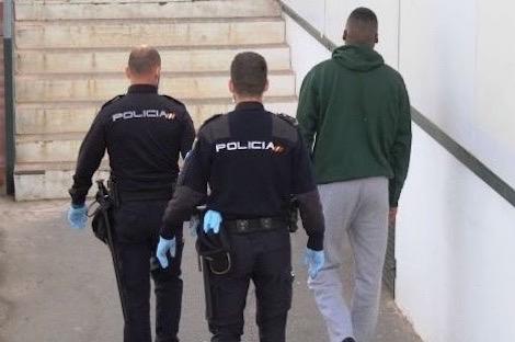 الرحلة انطلقت من مياه مدينة الناظور:الأمن الإسباني يوقف مغربيين حاولا تهريب 45 شخصا على متن قارب مطاطي