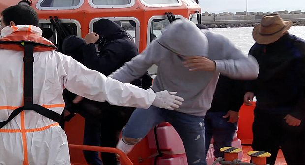 السلطات الإسبانية تنقذ 9 مغاربة بينهم فتاة بسواحل الناظور