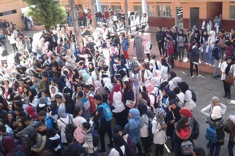 + فيديو و صور :( الشعب يريد اسقاط الساعة ) يخرج التلاميذ للشوارع في اضراب عن الدراسة بعدد من المدن المغربية