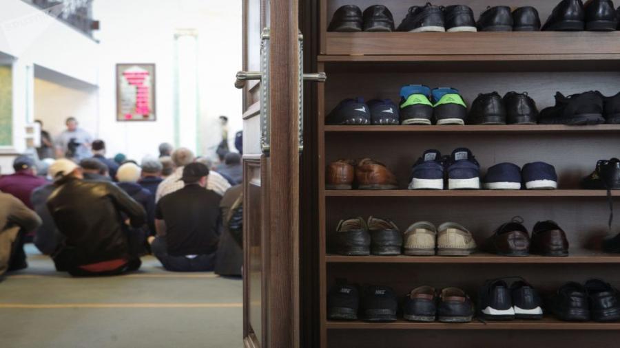 فضيحة: اللصوص يسطون على حذاء إمام مسجد ميناء الناظور و ANP تجوعه و تحتقر المصلين