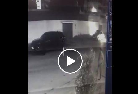 فيديو: سرقة سيارة فارهة لشاب ناظوري بطريقة مثيرة