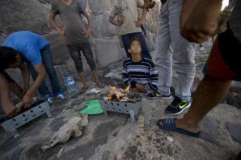 حكومة مليلية المحتلة تستغيثُ بمدريد ضد آلاف الأطفال المغاربة القادمين من الناظور
