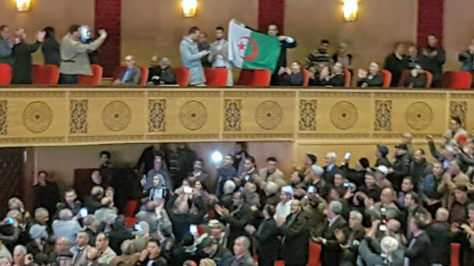 """+ صور :اليوسفي .. أول زعيم سياسي تستقبله مدينة وجدة بكل أطيافها جزائريون رفعوا شعار: """"خاوة خاوة .. ماشي عداوة"""""""