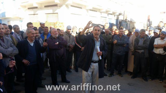 أركمان …احتجاج الساكنة على قطع الانارة العموية بسبب الديون..!؟