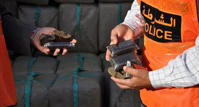 +تفاصيل.. الشرطة القضائية  لمدينة العروي تعتقل شخصا بحوزته نصف كيلوغرام من مخدر الشيرا