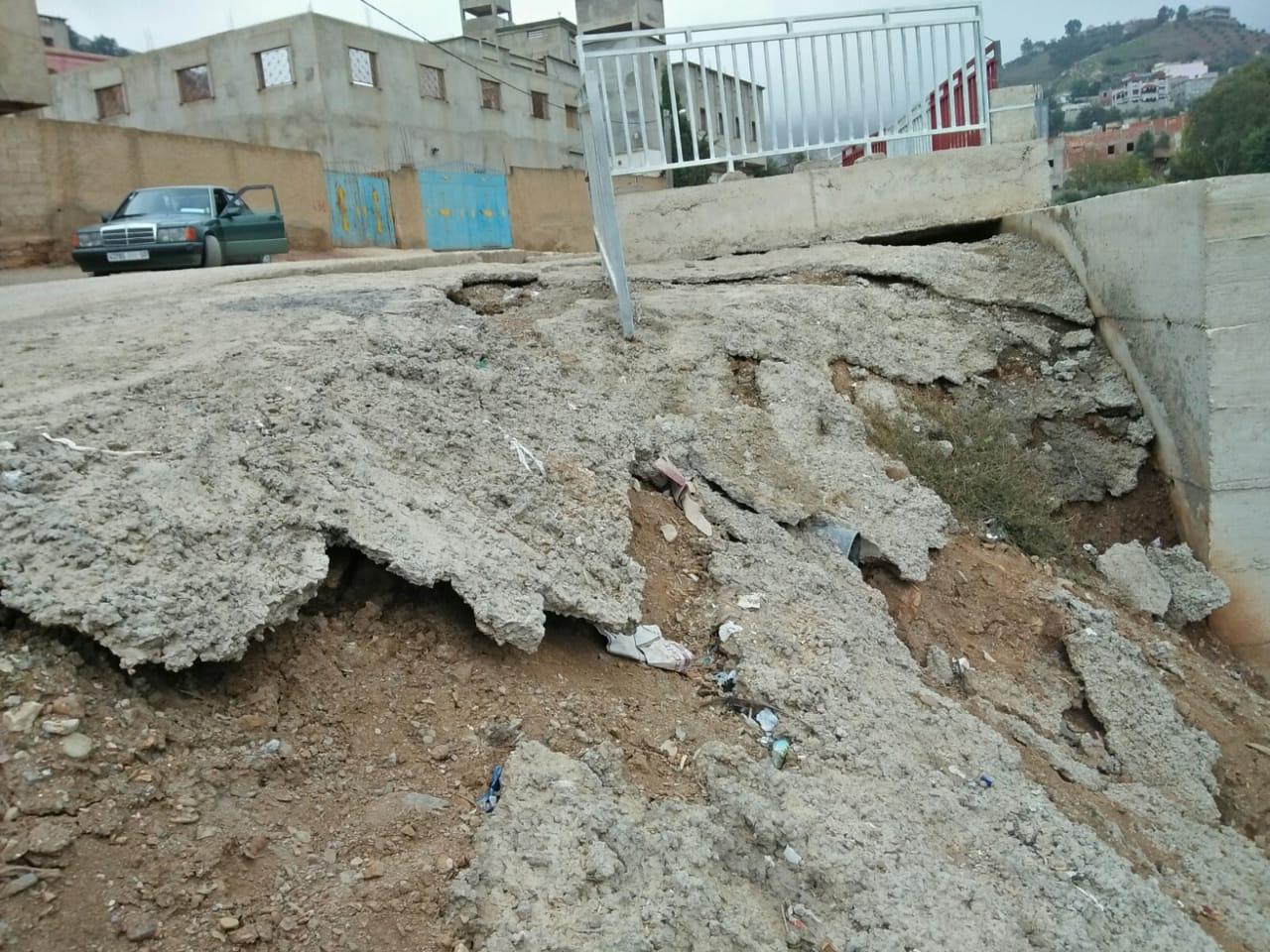 غش في اشغال الطريق بتمسمان اقليم الدريوش تثير إستياء الساكنة