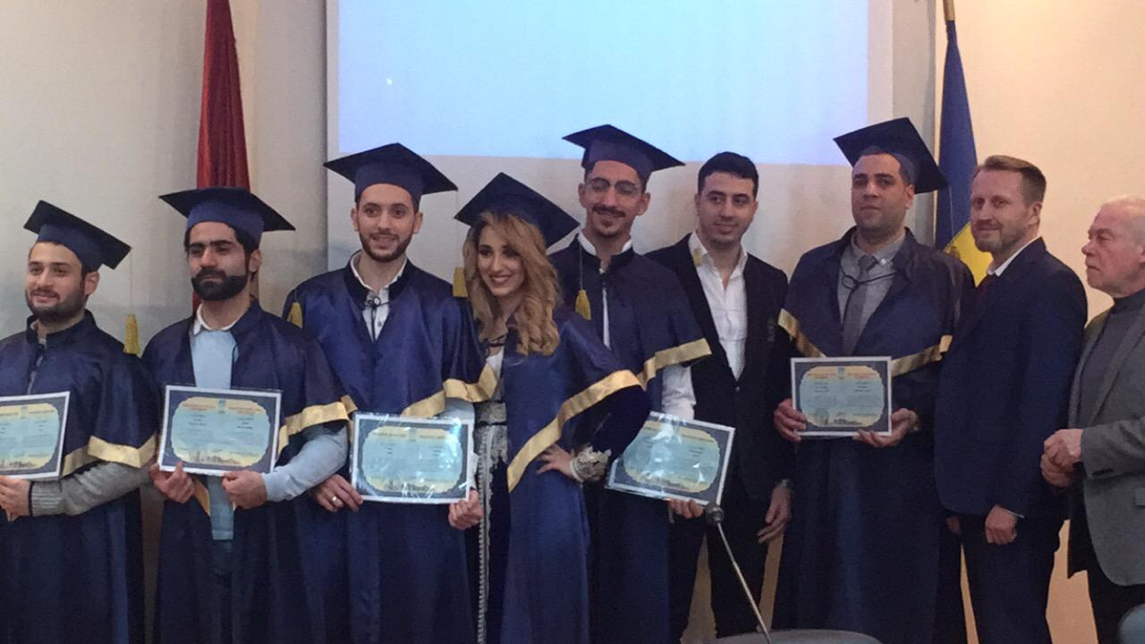 +صور: المهندس الناظوري اشرف صبار يتسلم شهادة الماستر في حفل التخرج