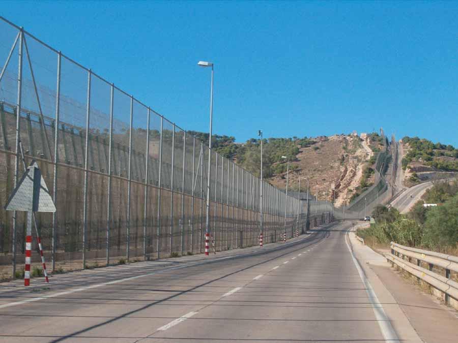 """هذه خطة وزير الداخلية الإسباني لخلق """"حدود ذكية"""" بين الناظور و مليلية"""