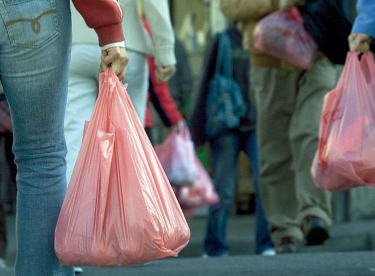 تحذير للناظوريين: السجن النافذ والغرامة لمتهمين ببيع الاكياس البلاستيكية بالحسيمة