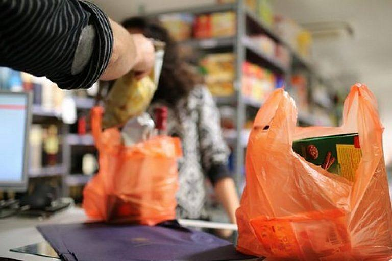 الناظور: مصالح قمع الغش تشن حملات واسعة على المحلات التجارية لمنع  الاكياس البلاستيكية