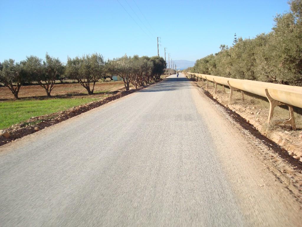 بالصور:قريبا انتهاء أشغال توسعة وتقوية طريق حيوية بأركمان وهذا ما قالته فعاليات جمعوية عن المشروع؟