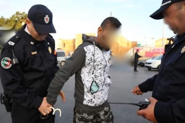 الناظور: الشرطة تحجز سلاحا ناريا و تعتقل شخصين لهما علاقة بسرقة 6 منازل بالعروي وسلوان